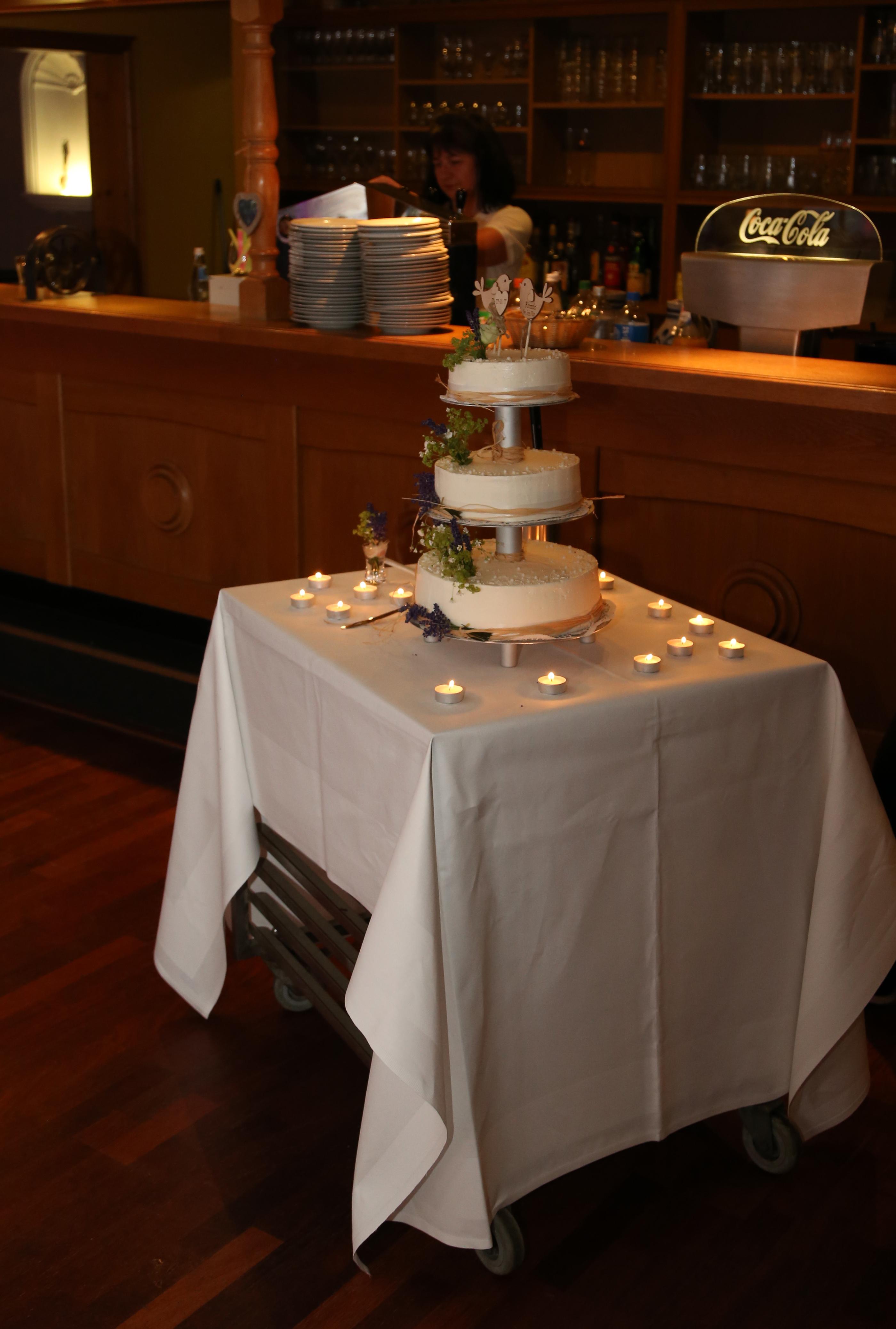 Hochzeitstorte mit Lavendel | kuchengeschichten