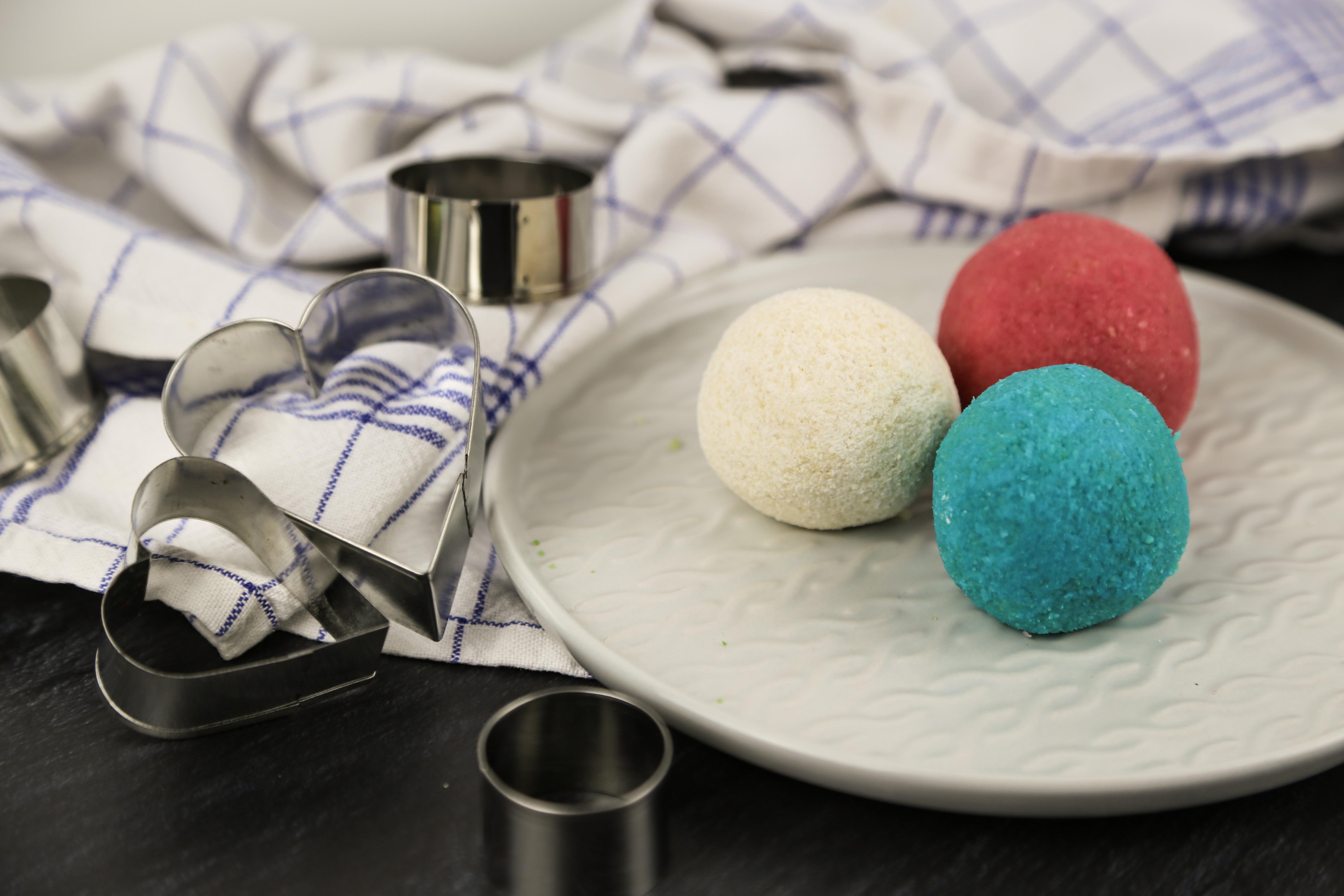 Marzipan einfärben für Schnuller | kuchengeschichten