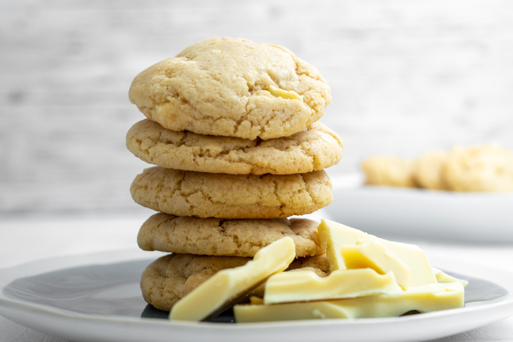 Schoko-Frischkäse-Cookies mit weißer Schokolade | kuchengeschichten