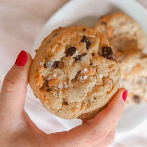 Cookies mit Erdnuessen, Schokolade und Meersalz   kuchengeschichten