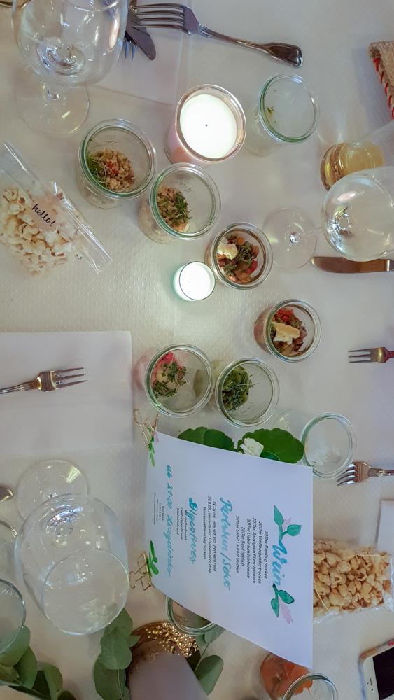 Vorspeisen Naked Cake - Hochzeitstorte Tischdekoration| kuchengeschichten