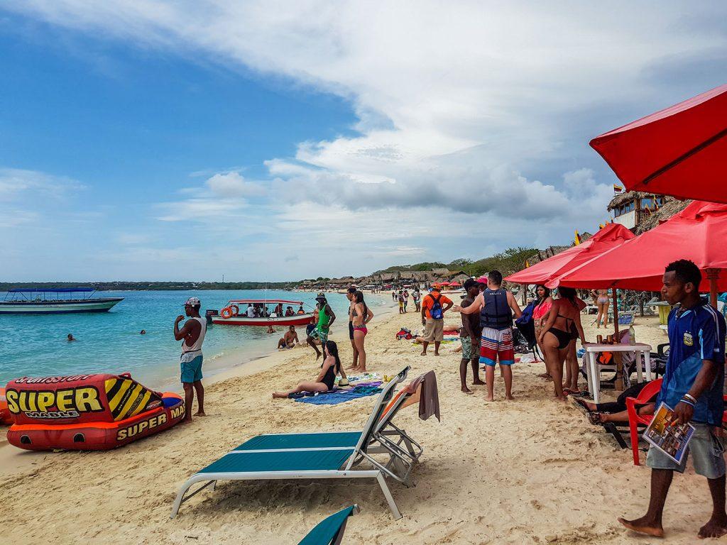 Urlaub in Südamerika Playa Blance überfüllt und voll mit Verkäufern | kuchengeschichten