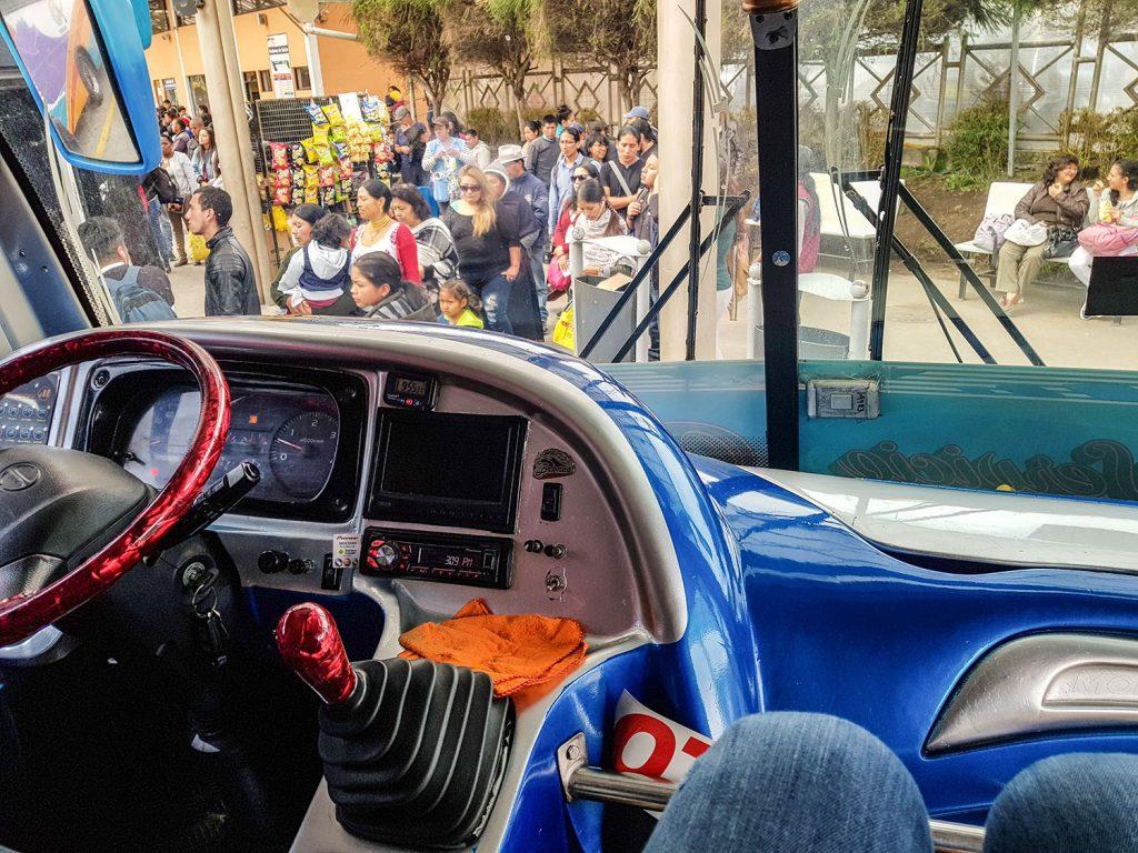Urlaub in Südamerika Reise nach Ecuador_Einzelplatz im Bus | kuchengeschichten
