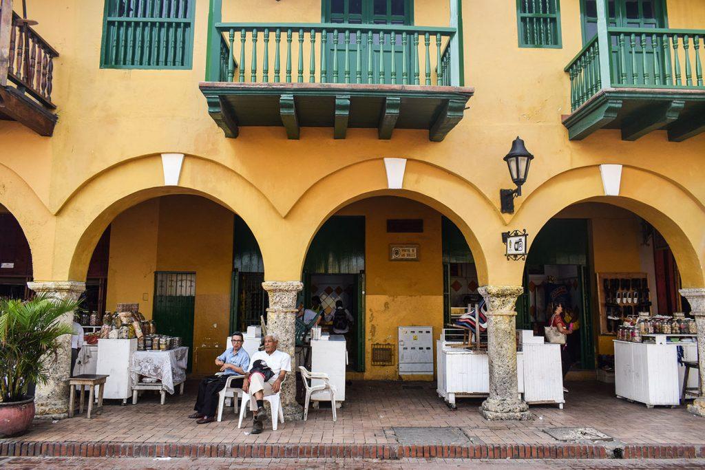 Urlaub in Südamerika Süßigkeitenmarkt in Cartagena | kuchengeschichten