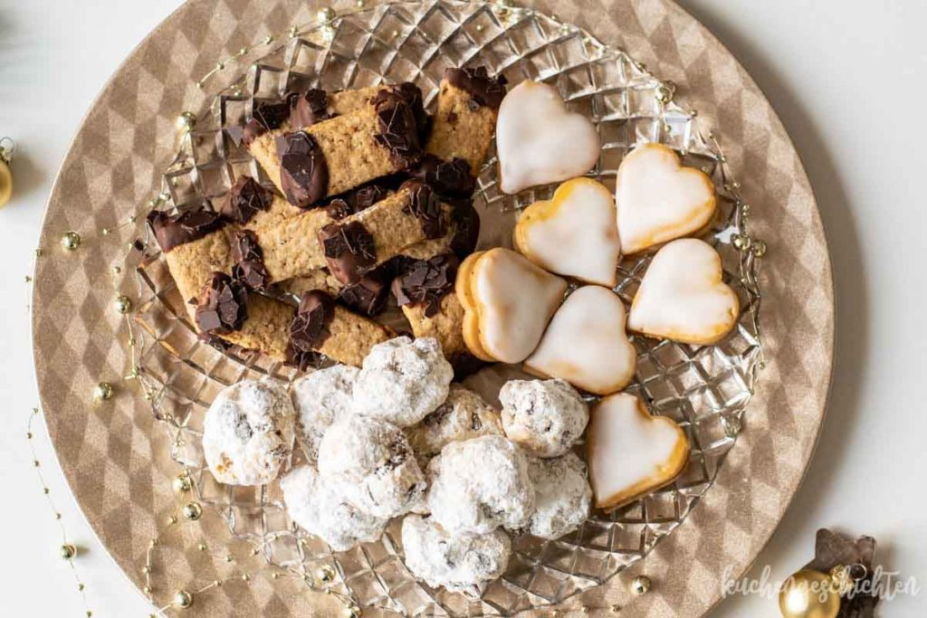 Stollenkonfekt mit Quark Himbeer-Marzipan-Herzen Gewuerzplaetzchen| kuchengeschichten
