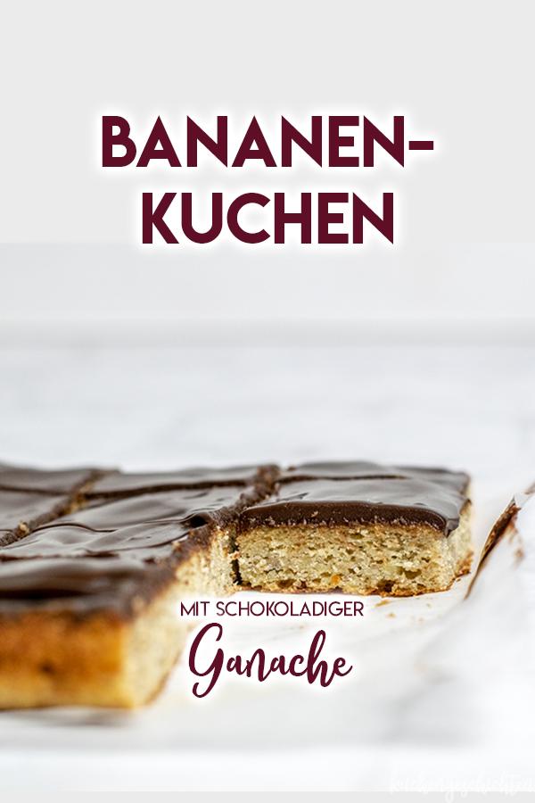 Bananenkuchen vom Blech mit Schokoladenganache. Super schnell, super einfach, super Resteverwertung und super, super lecker! | kuchengeschichten