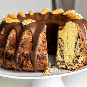 Eierlikörkuchen mit Quark und Schokostreuseln | kuchengeschichten