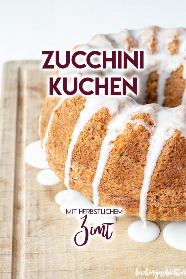 Spätsommerlicher Zucchinikuchen mit Zimt. Jetzt noch die letzten Zucchinis der Saison verbacken. Süß, saftig, durch den Zimt der perfekte Übergang zum Herbst! | kuchengeschichten