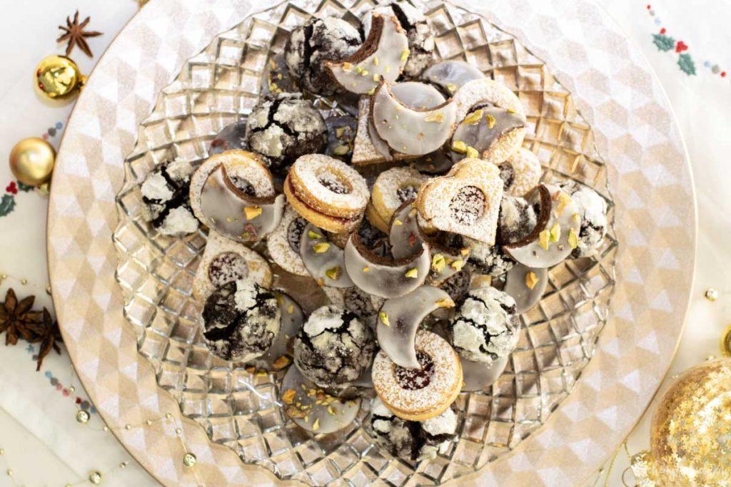 Weihnachtsgebaeck Plaetzchen gemischt Spitzbuben Schoko Crinkle Cookies Rummonde| kuchengeschichten