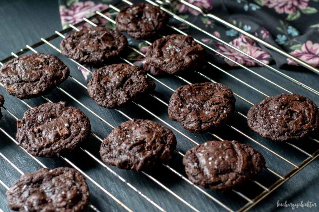 Schoko-Schoko-Meersalz-Cookies | kuchengeschichten