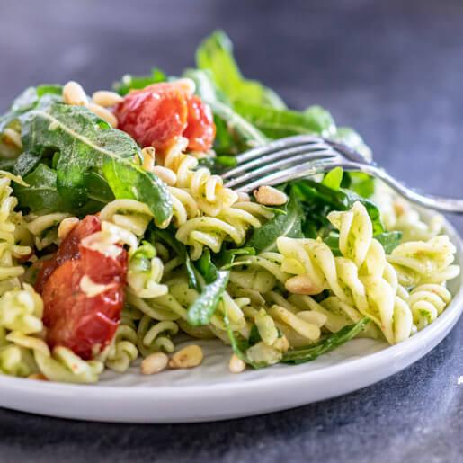 Nudelsalat mit Ruccola und Pesto | kuchengeschichten