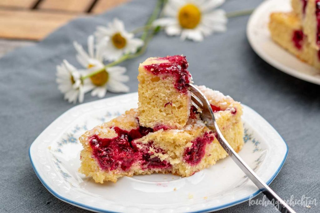 Beeren-Gries-Kuchen vom Blech | kuchengeschichten