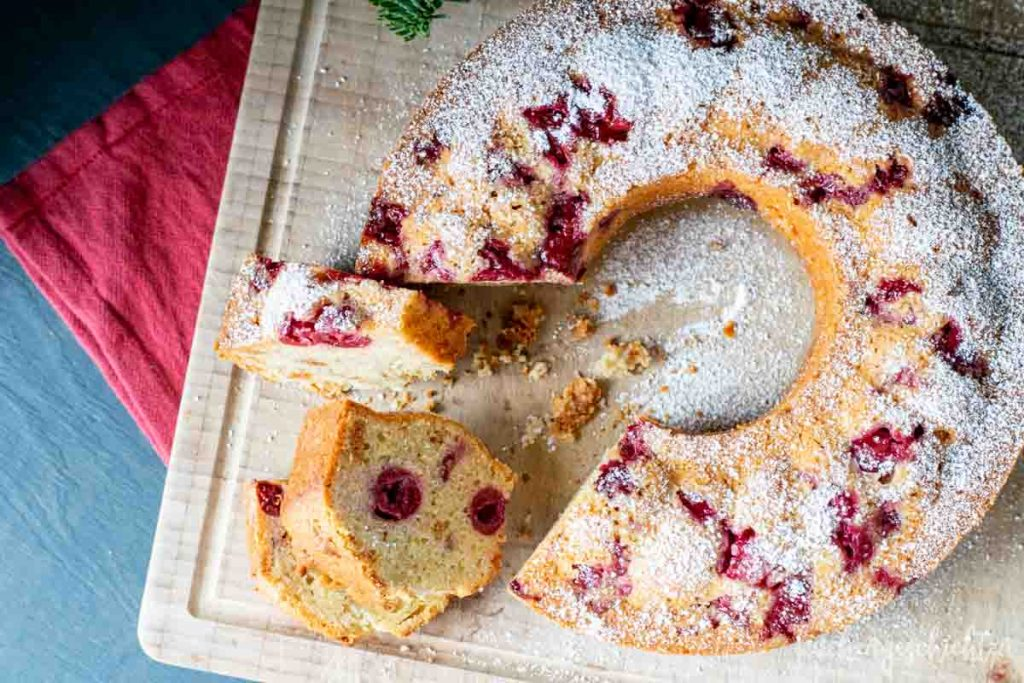 Amarettini-Marzipan-Kirsch-Kuchen | kuchengeschichten