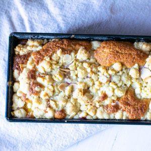 Himbeer-Pfirsich-Kuchen mit Streuseln | kuchengeschichten