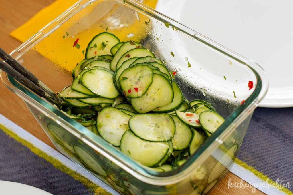 Gurkensalat mit Chili und Minze   kuchengeschichten